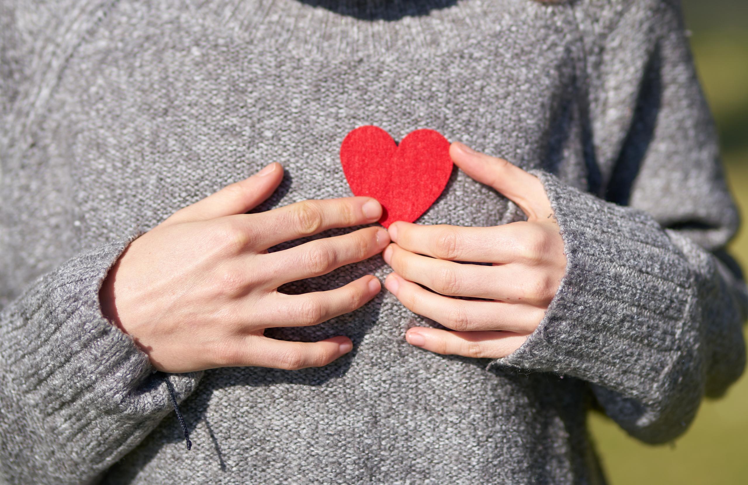 aspektas ataka sveikatos širdis triukšmas į galvą su hipertenzija